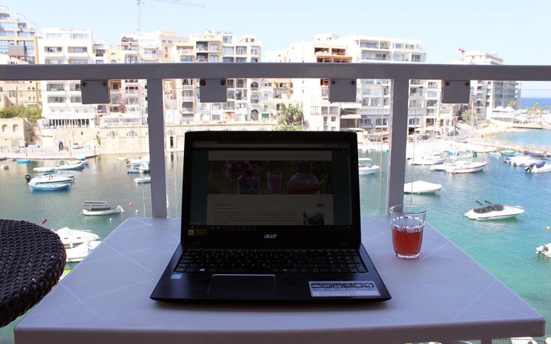 Här sitter jag och bloggar ikapp