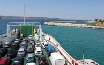 Färjan över Messinasundet över till Sicilien