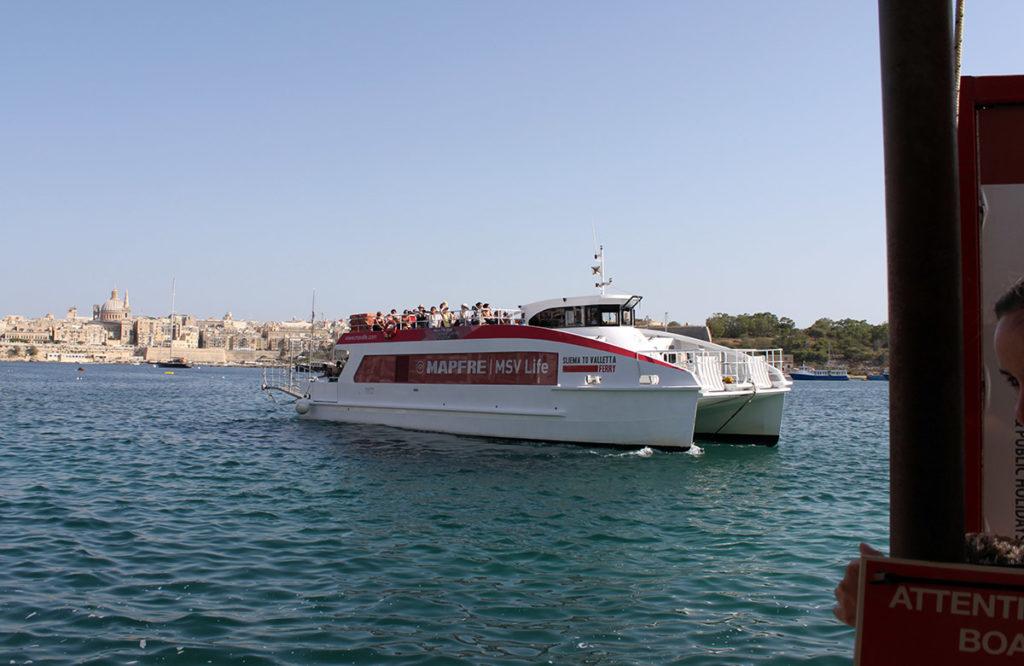 Sliema Ferries som tar dig till Valletta på några minuter.